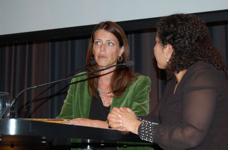 Naima Azough in gesprek met Petra Stienen